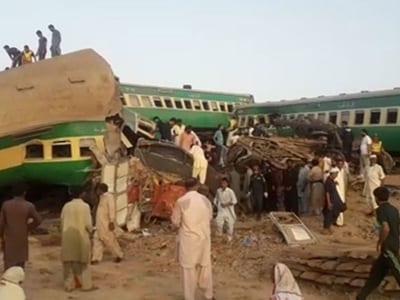 pakistan train accident today